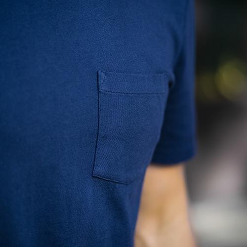 champ-blanc-t-shirt-bleu-marine